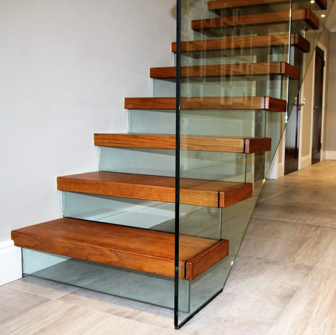 Cantilevered stairs by JEA