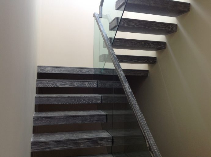 Cantilevered modern stairs