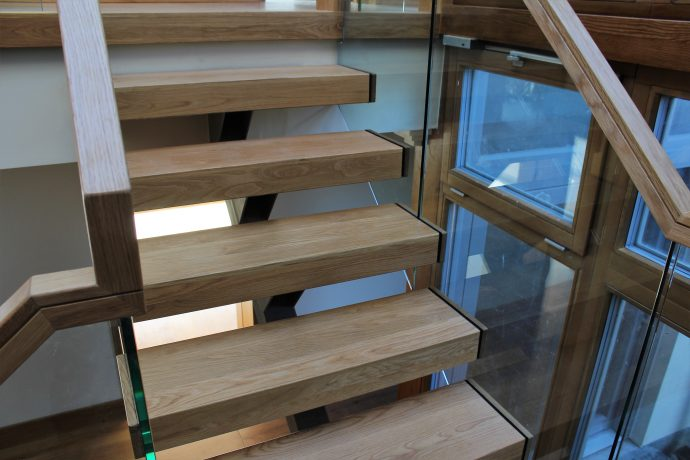 Floating oak treads