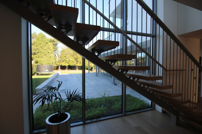 Modern stairs tailor made